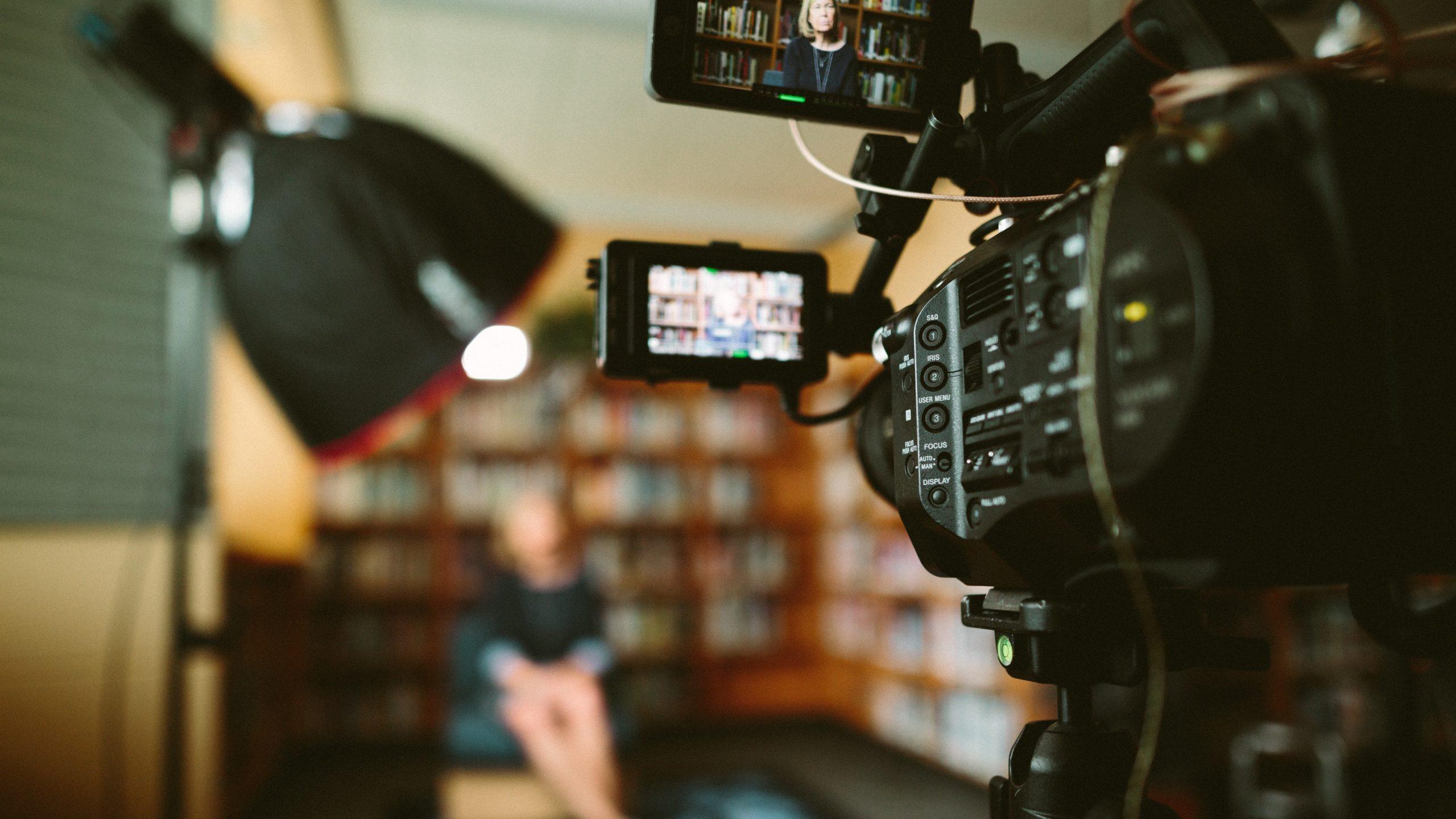 Kamera filmt ein Interview